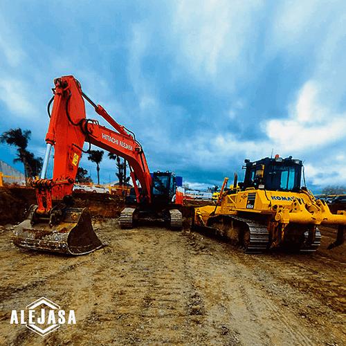 Excavadora y bulldozer trabajando en la avenida miguel hernadez de mijas