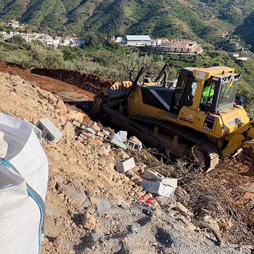 Bulldozer trabajando en Hacienda El Sueno en Mijas