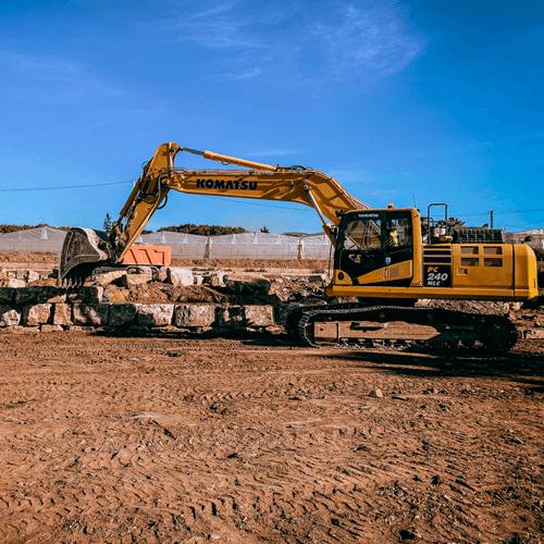 Excavadora trabajando en la obra montosa