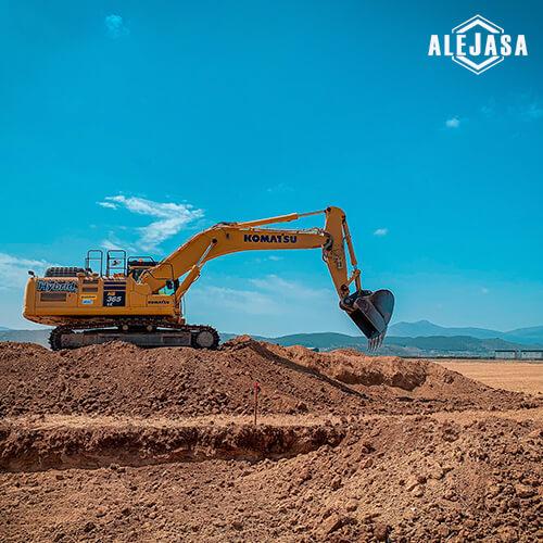 excavadora trabajando en Puerto Seco